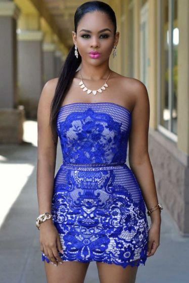 Niebieska - o odcieniu chabrowym sukienka z haftowana gipiurową koronką. Sukienka bez ramiączek. Sukienka klubowa, niebieska sukienka