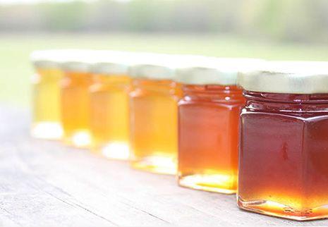 10 Benefici del miele grezzo documentati da studi recenti