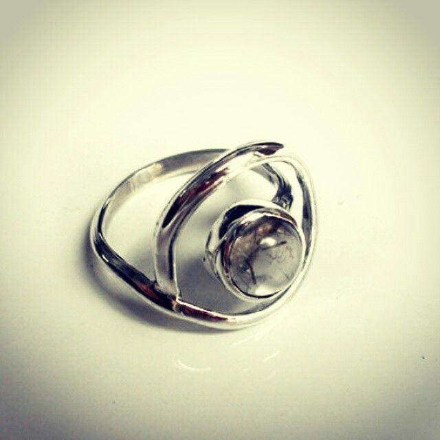 Anillo plata y piedra. Colección Rapa Nui. $35000 envío incluido. contacto@infinitastore.com #joyasdeautor #accesorios #regalalocal #hechoamano #hechoenchile #handmade #fashion #jewelry #moda
