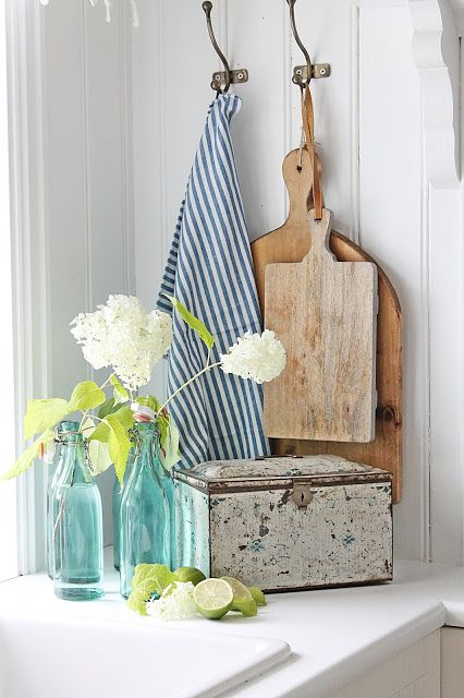 A cheerful corner, easily changed with a different color tea towel, etc. VIBEKE DESIGN