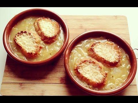 Sopa de cebolla francesa gratinada