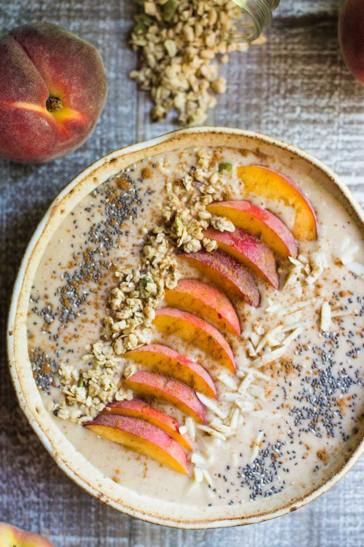 This Peach Pie Smoothie Bowl is VEGAN, gluten-free, super easy to make, and very satisfying as a snack or breakfast for any day!