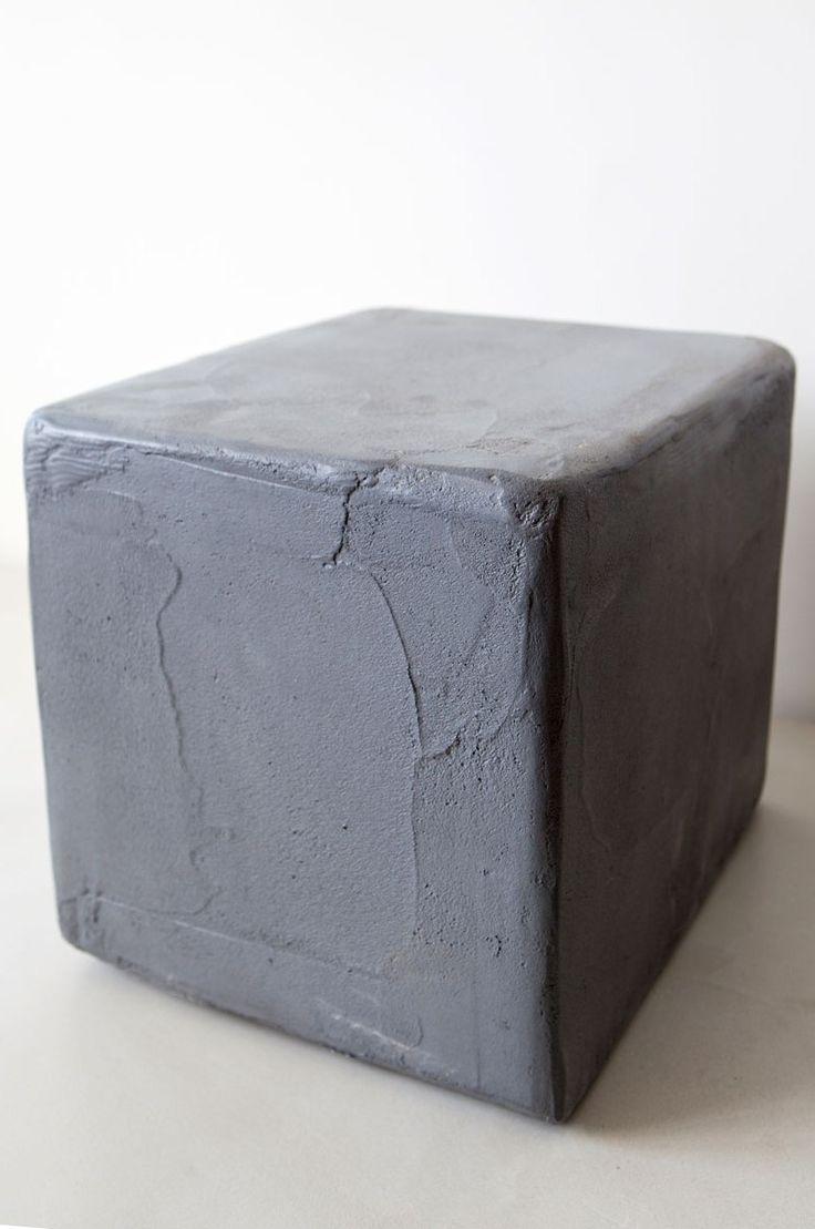 Super handige kubus kruk of bijzettafel! Makkelijk te gebruiken in en om het huis.