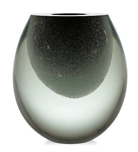 A Timo Sarpaneva 'Claritas' glass vase, Iittala, Finland 1990. Height 20,5 cm.