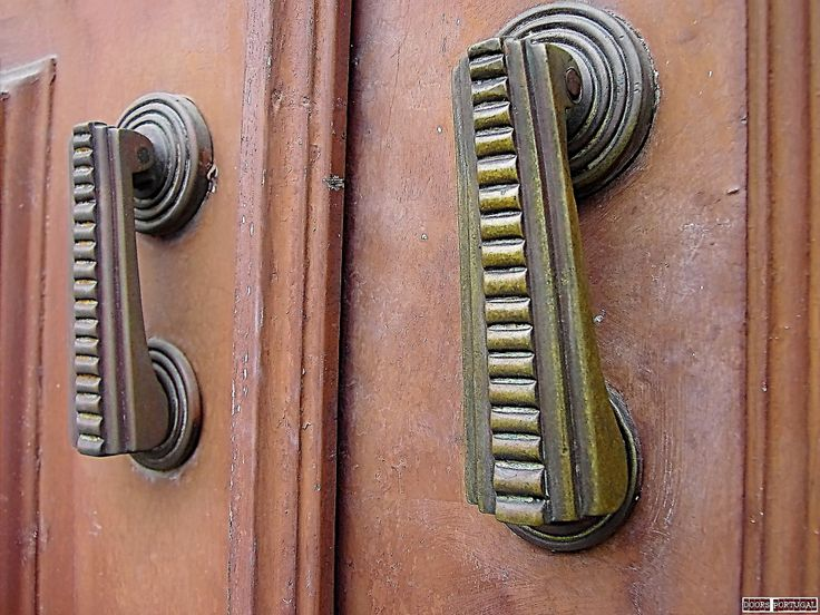 Detail of doors in Coimbra-Portugal  (Photo © Doors Portugal)
