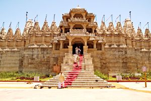 Mount Abu tour with http://www.travellinks.co.in is a popular hill station in the Aravalli Range in Sirohi district of Rajasthan state in western India near the border with Gujarat. The mountain forms a distinct rocky plateau 22 km long by 9 km wide.