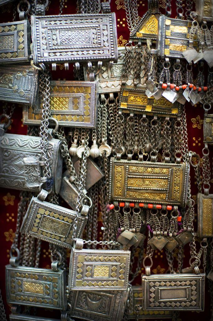 Omani Jewellery at Mutrah Souqe. / Bijouterie omanaise au Soukh de Mutrah (Oman).   ©Oman Tourism