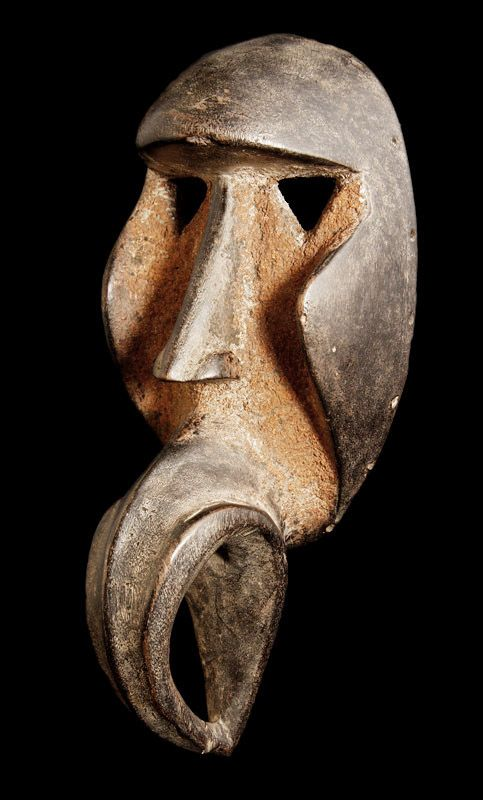 Passport Mask. Dan Tribe. The Dan tribe is established on the Cote d'Ivoire. Masks with horn bill horns are used in the men's association, Koma.