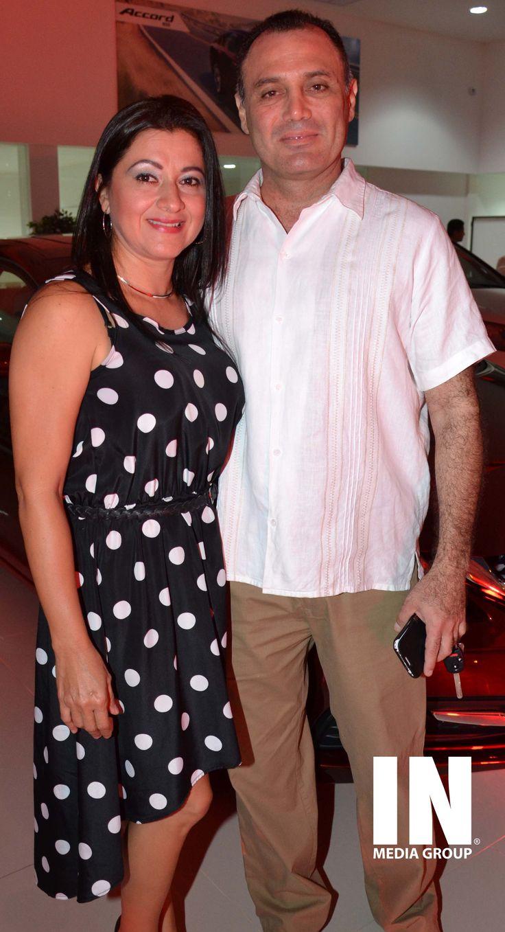 Acela Rodríguez y Dante Díaz, Gerente de la Agencia Honda Bonampak.