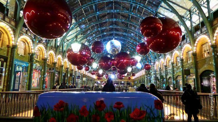 Allestimento di Natale a Covent Garden.