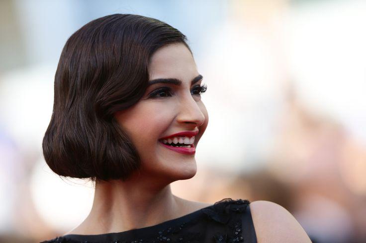 La coiffure rétro de Sonam Kapoor - Festival de Cannes 2014