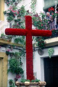 El festival de los cruces de Mayo es un festival que ocurre en muchas partes del mundo. Es muy importante en Andalucía, especialmente en Córdoba donde hay la celebración más famosa. El festival es sobre el respeto para la cruz de la crucifixión de Jesús Cristo.