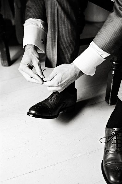 wedding photography - luna photo - real wedding - sarah & andrew - groom - getting ready - wedding shoes