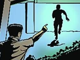 #Engineer foils robbery bid in Greater Noida Greater Noida – #CCTVcameras installed in the showroom recorded a brazen attempt to rob a #Lenovo showroom in full day light. The incident involved three masked men, two of which were carrying pistols, entering the showroom at 12:21pm. Read more: http://timesofindia.indiatimes.com/…/articlesh…/58136887.cms