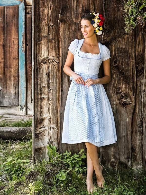 Ein wahrer Trachten-Traum ist das Baumwoll-Dirndl von Anna von Julia Trentini, um 449 Euro. Damit schaut euch jeder Bursche…