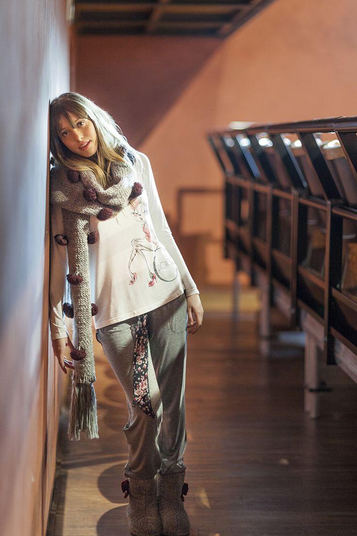PEPITA NIGHT & DAY F/W 2014-15 - Chicago Style: Completo in viscosa bicolore. Maglia con stampa disegno Chicago. Applicazione tulle fantasia Pantalone tinta unita con cintura tulle fantasia http://shop.pepitastyle.com/brands/chicago/roxenne-completo.html#.VCLRI-egOOg - Sciarpa lavorata in lana- stivaletto con applicazione fiocco #night&day #fallwinter #fashion #stylish #completo #chicago