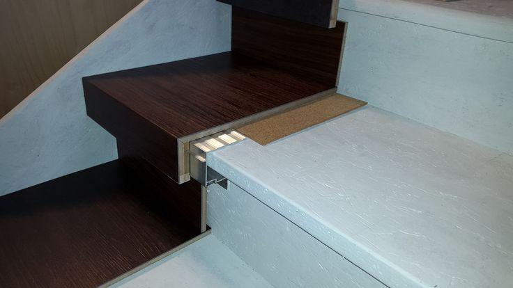 Treppenrenovierung mit Vinylrenovierungsstufen aus Vinylboden-Dielen der Treppenrenovierungs Selbstbausatz für sterbende Selbermacher.