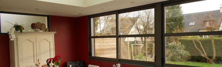 extanxia, véranda concept alu, vue intérieur avec mur rouge et grande fenêtre