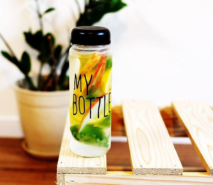 . Botol trendy yang lagi tenar di KOREA JEPANG dan CINA!! Ayo sebelum banyak yang pake biar kamu jadi trendsetter!! Baru kejual 863 botol nih -------------------- KEREN untuk: Olahraga infused water Dijual lagi  Sebagai hadiah  Hadiah buat anak -------------------- -HARGA: 69.000 -WARNA: HITAM PUTIH BIRU KUNING HIJAU PINK -material : Tritan (BPA Free) -Diameter : 6.5cm -Height : 19.5cm -Volume : 450ml - 500ml -Usage Temperature : -40  100 -No microwave -Include penahan supaya ketika minum…