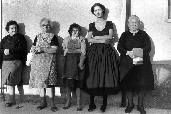 FERDINANDO SCIANNAVintage Italian, Peopleferdinando Scianna, Modica 1987Scianna, 1987 Photos, Italian Photos, Italian Style, 1987 Ferdinando, Italian Photography, Ferdinandoscianna