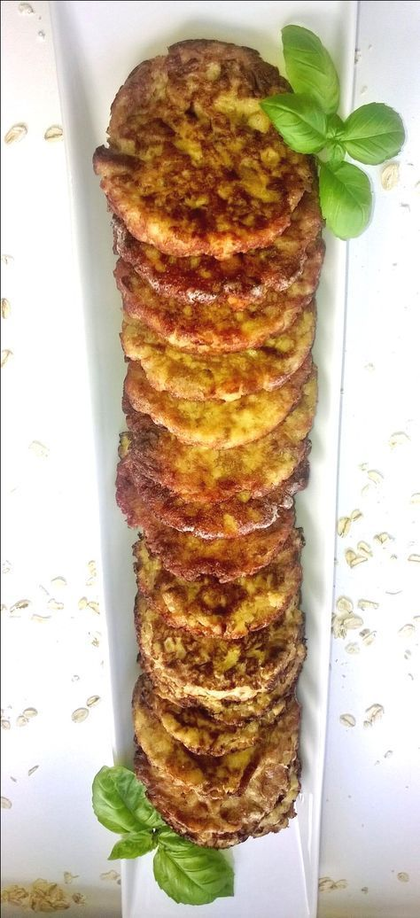 Kantarellipihvit 300 g paistettuja kantarellejä 1 sipuli 2 dl laktoositonta kermaa 3 munaa 2 dl Elovena Kaurahiutaleita 1 tl suolaa sokeria valkopippuria