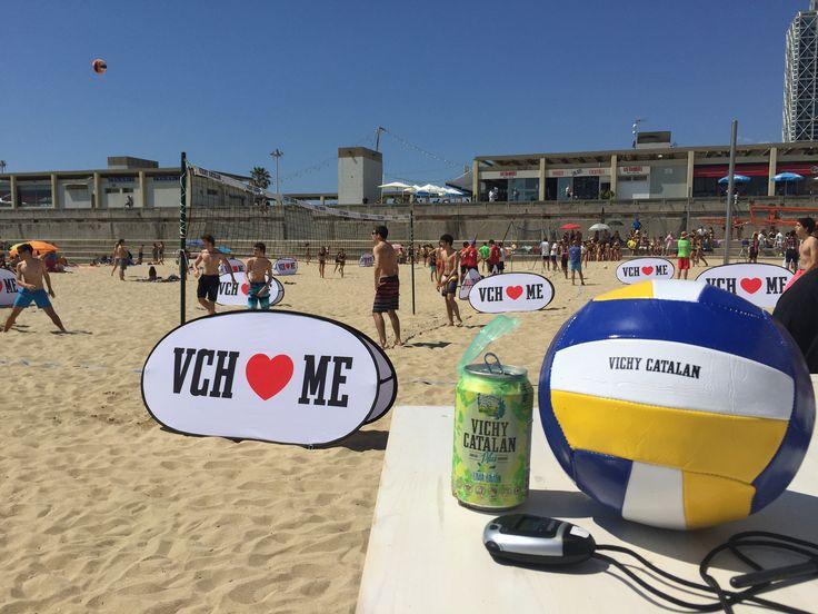 https://flic.kr/p/uFVYvr | Participantes del evento #VCHVoley, en la playa de Nova Icària Barcelona