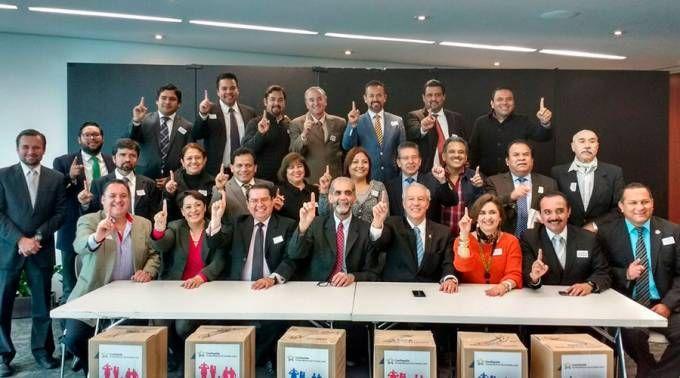 MÉXICO: PRESENTAN AL SENADO PROYECTO PARA PROTEGER EL MATRIMONIO Y LA FAMILIA  http://www.ewtnnoticias.com/noticias-catolicas/noticia.php?id=35924