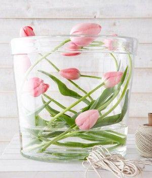 Wunderschöne Frühlingsdeko mit Tulpen mal ganz anders. Noch mehr Ideen gibt es auf www.Spaaz.de