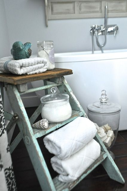 Vintage 3 Step ladder I found in an antique store.  Great using it in the bathroom! #pleasantpickins