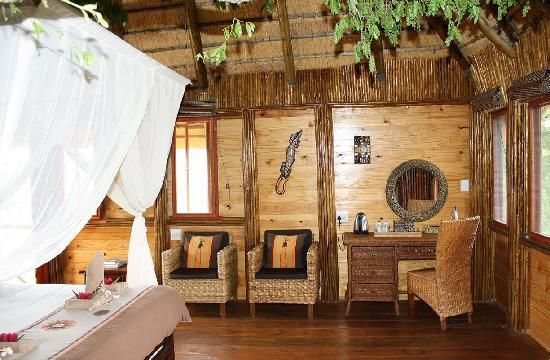 Treehouse Interiors | Interior Bathroom/Pezulu Treehouse Game Lodge - Picture of Pezulu Tree ...