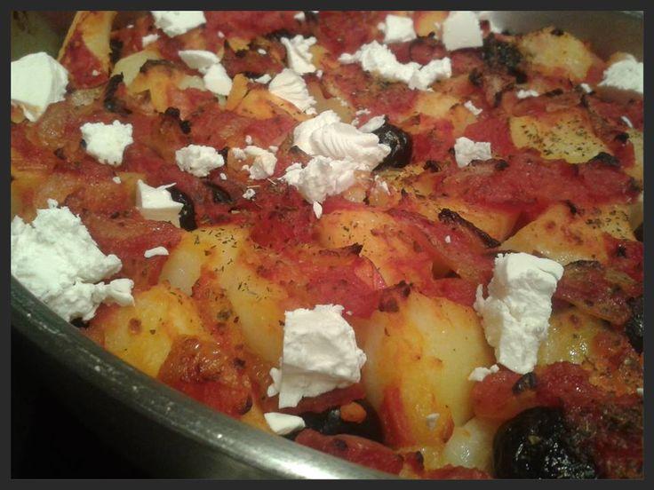 Turkse ovenschotel met aardappel, tomaat en feta