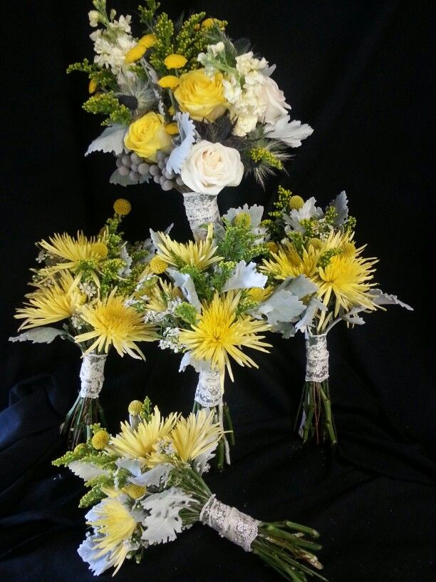 Yellow and gray bridal and bridesmaids bouquets.