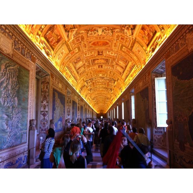 ヴァチカン美術館はマジ美しかった。また、歳を重ねてからも行ってみたい所です。