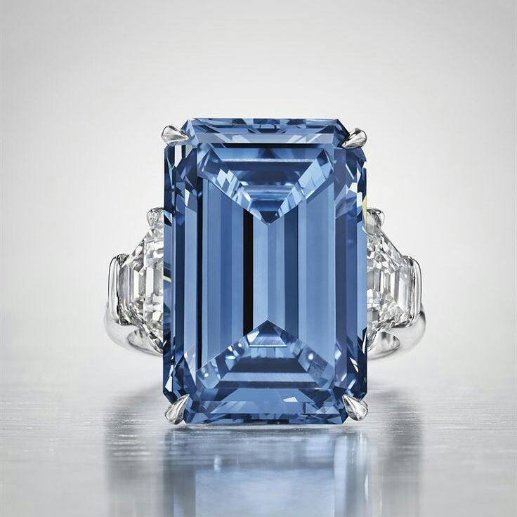 The most #expensive #diamonds #rings #bluediamonds #nice #christies #ringlovers #instarings #milliondollardiamondevent #beauty #likeit #instadiamonds #highjewellery #mm_mucevhermagazin