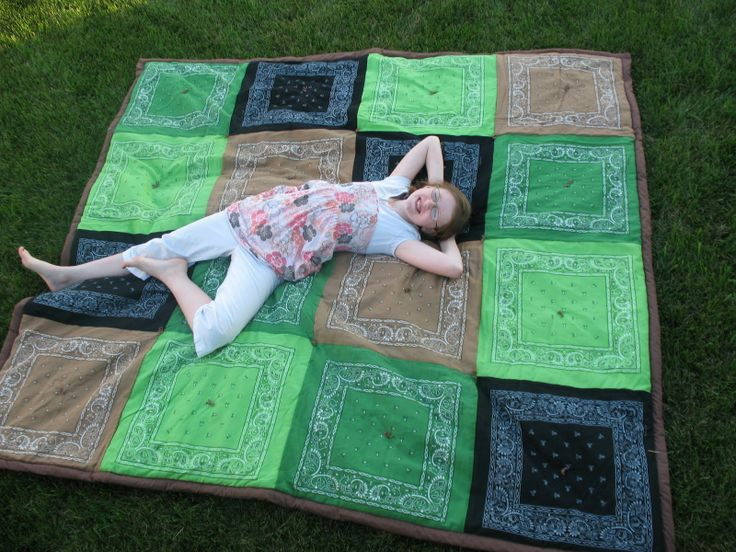 OMG I am SOOOO going to make one of these! use bandana's to make a blanket! you could even get different colors to match sports teams and stuff :D