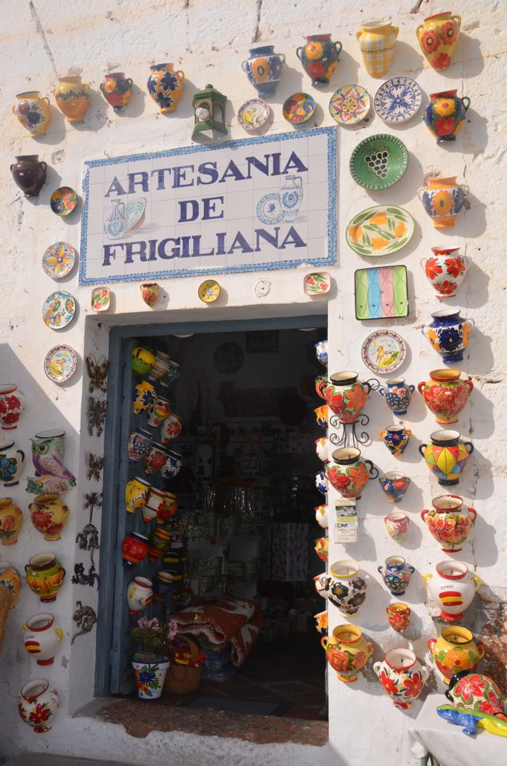 Een geweldig mooi en leuk dorp is #Frigiliana, vlakbij Nerja. En volop aardewerk! #kleurtjes