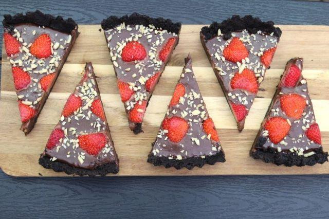 chokoladetærte med jordbær