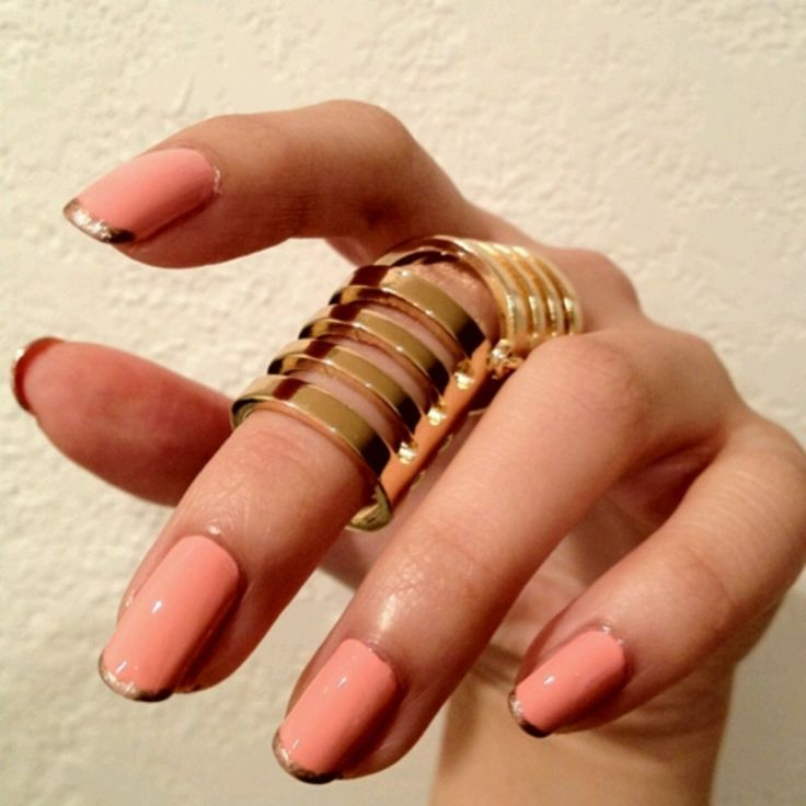 Love that ring! and the nail art ♥♥♥