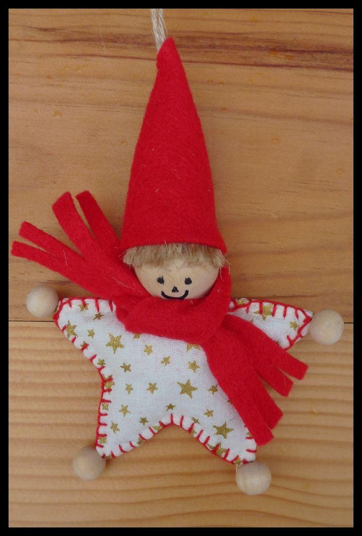 Lutin de Noël à accrocher ou à poser réalisé à l'aide de tissu ,feutrine jaune et boules en bois. : Accessoires de maison par fleur-de-lin