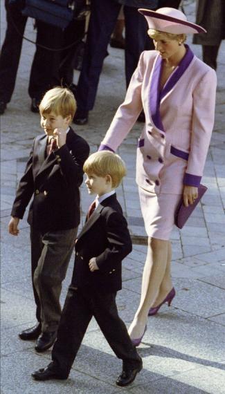 Diana de Gales, la princesa de la mirada triste http://www.elcomercio.es/multimedia/fotos/ultimos/79898-diana-gales-princesa-mirada-triste-0.html