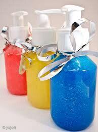 Video van klein blokje 100 mg zeep 1 liter douchecel of handzeep maken. Eenvoudig en snel! DIY Vloeibare zeep zonder glycerine: http://youtu.be/ank9xSs5YiM