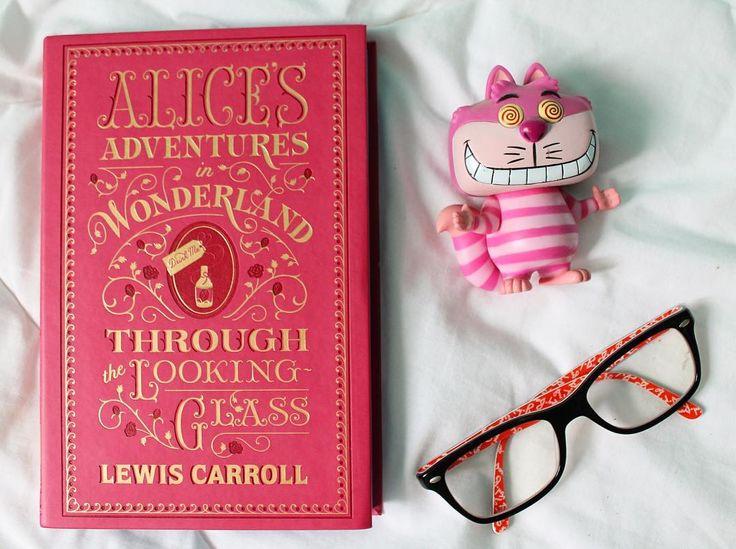"84 curtidas, 2 comentários - Steh Barbosa (@steh_b) no Instagram: ""Alice. #aliceadventuresinwonderland #alicethroughthelookingglass #cheshirecar #funko #rayban…"""