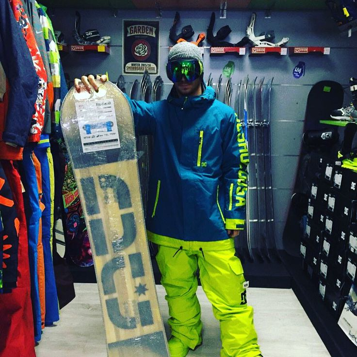 Completo #snowboard #DCshoes #snowboard Mega giacca ripley pantaloni banshee #boots scout #maschera #OutOf  Puoi acquistare sul nostro #shop #online www.lm-snowboardstore.it