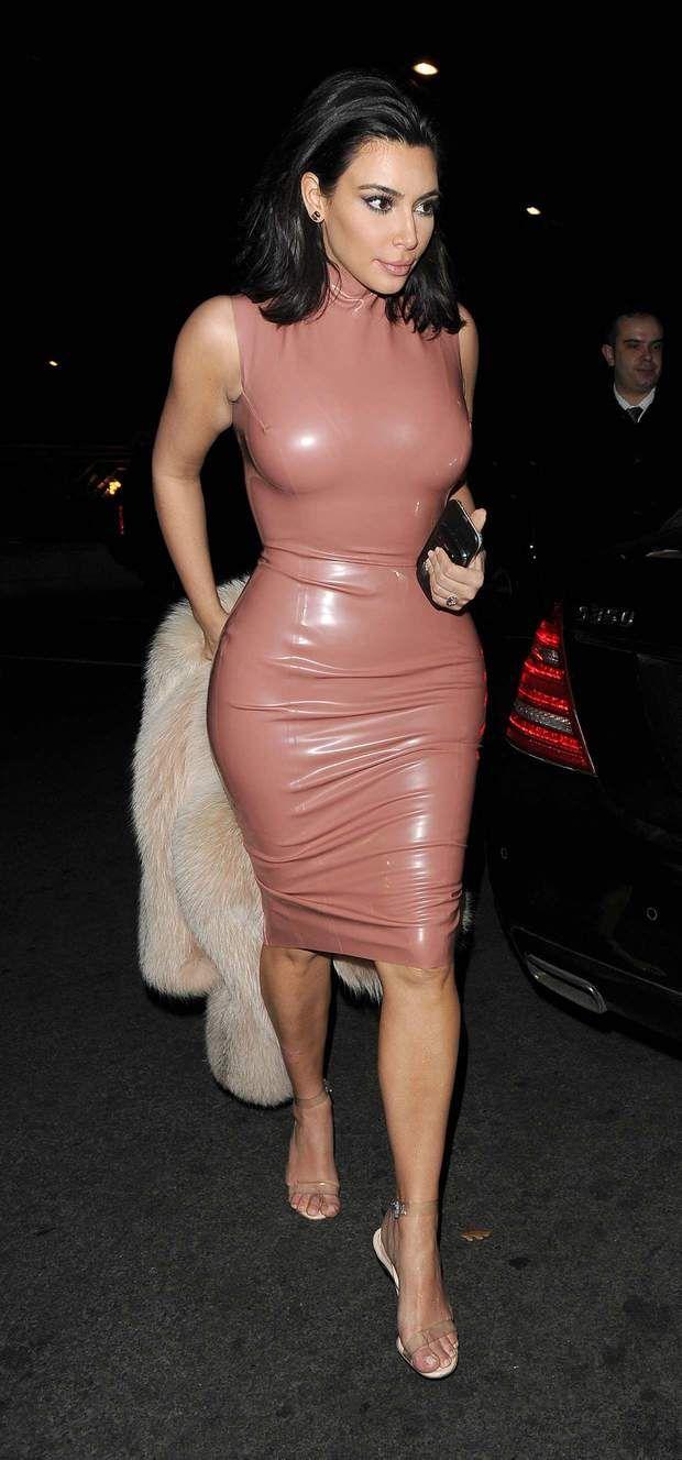 Le latex rose : une autre des tentatives de Kim Kardashian