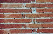 La brique foraine, dite aussi brique toulousaine, est une brique de terre cuite. Elle a été utilisée du xiiie siècle au xixe siècle, remplacée depuis par des matériaux plus aisés à industrialiser, comme la brique creuse ou le parpaing.L'étymologie du terme « forain », du latin foraneus, qui vient de l'extérieur, permet de penser que ces briques étaient ainsi dénommées parce qu'elles n'étaient pas fabriquées sur place mais approvisionnées les chantiers depuis les briqueteries