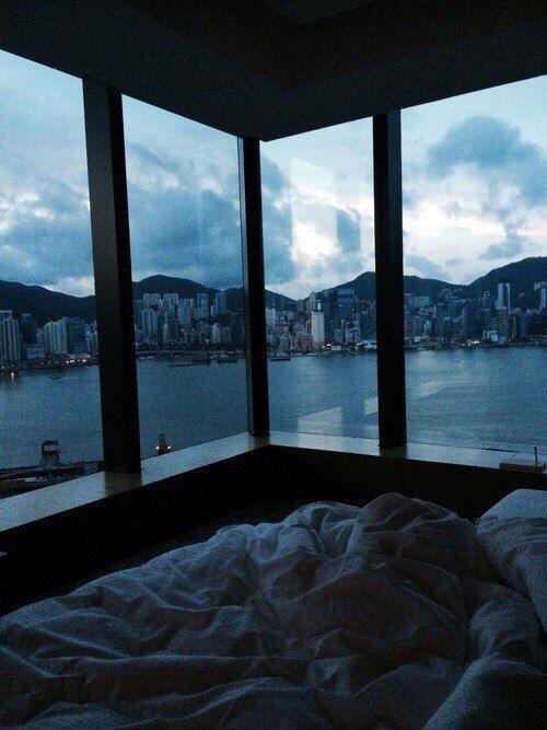 комната, интерьер, дизайн, окна, вид на озеро, кровать