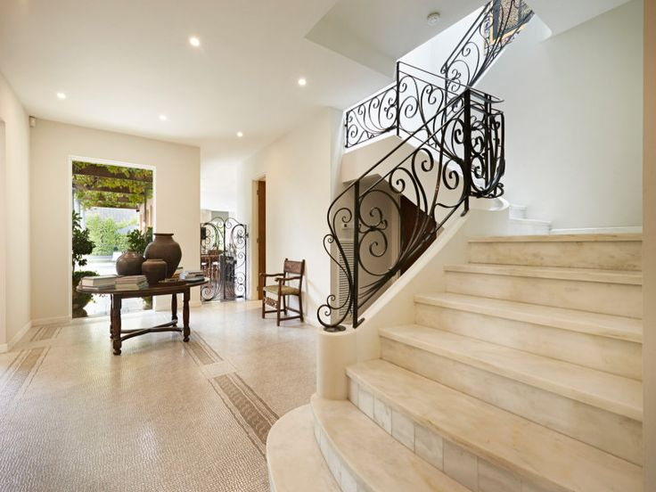 24/03/15 Toorak, VIC Sales Agents - Michael Gibson and Andrew Baines Kay & Burton​ 03 9820 1111
