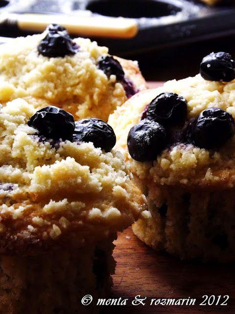 Muffins cu crumble, afine si mar verde (inspired by Yotam Ottolenghi) - Menta & Rozmarin