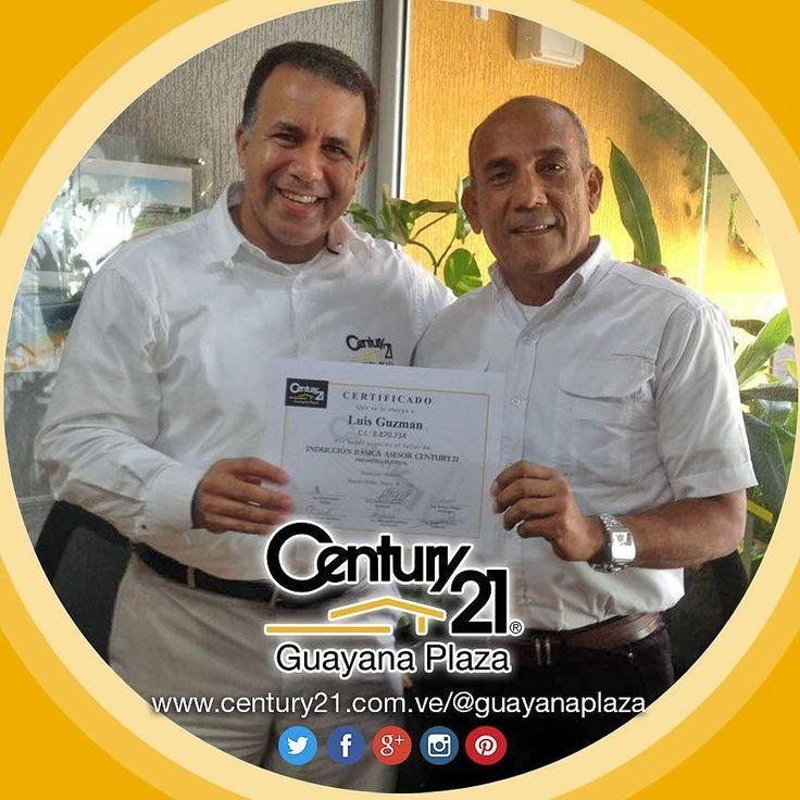 Entrega de Certificado al Sr. Luis Guzmán por haber cumplido su inducción para Asesor Inmobiliario Afiliado en la imagen junto a nuestro Director Wilmer Saballo.  Más Capaces Más Audaces Más Rápidos. #Century21 Guayana Plaza  #BienesRaíces #inmobiliario #compra #venta #alquiler #oficina #local #casa #apartamento #terreno #realestate #realtor #realtorlifestyle #Venezuela #Guayana #PZO #C21