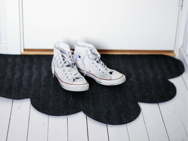 DIY Cloud Doormat // from an Ikea doormat, use a bowl to trace the puffs and soon you'll be hovering on a cloud =)